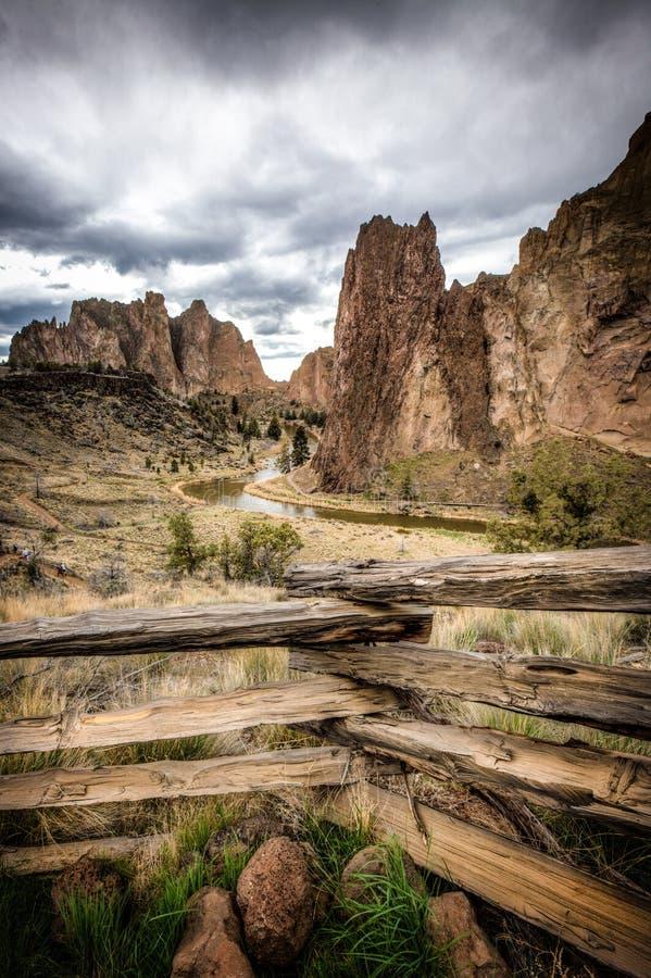 Smith Rock, Kromming, Oregon, de V.S. royalty-vrije stock foto