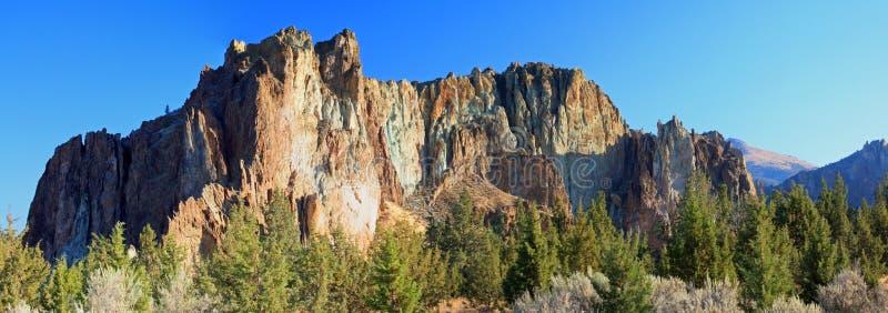 Smith Rock State Park - Terrebonne, Oregon royaltyfri bild