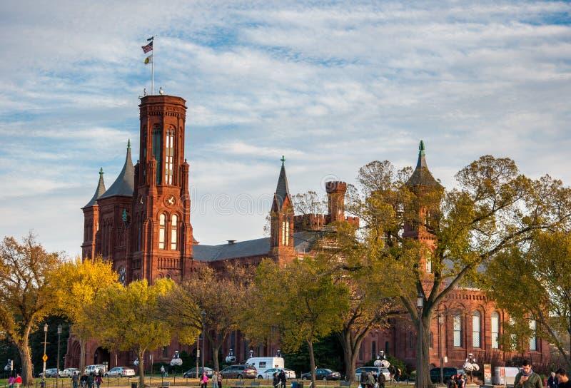 Smithsonian Institution byggnad på den nationella gallerian, Washington royaltyfri bild