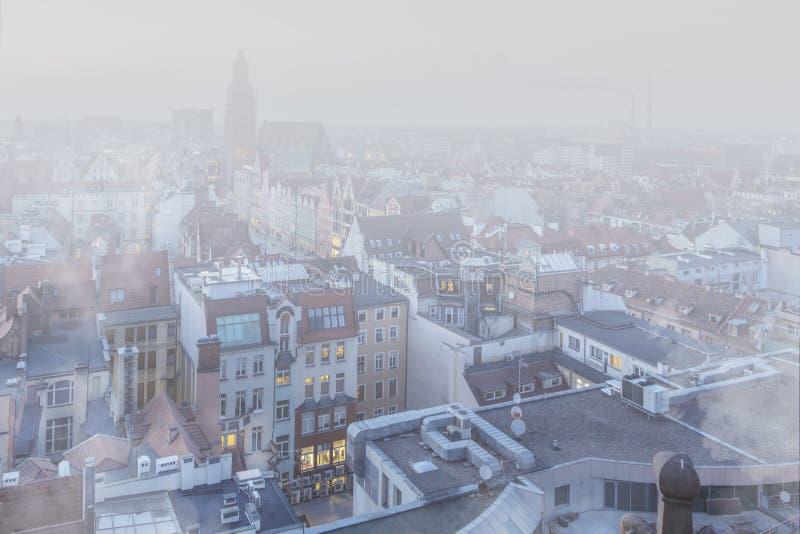 Smog über der Stadt von WrocÅ-'Aw, Polen Winteransicht der Stadtskyline stockbilder