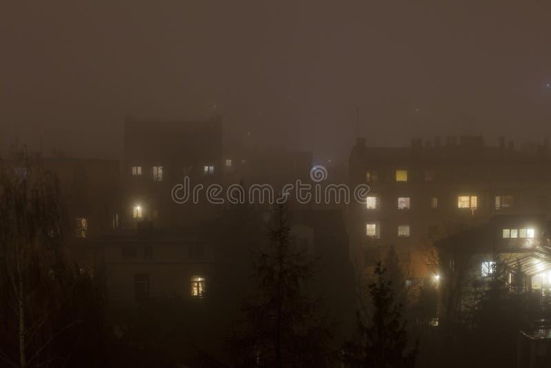 Smog in der Winterzeit in Warschau, Polen stockbild