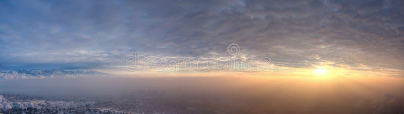 Smog e tramonto sopra Salt Lake City immagine stock libera da diritti