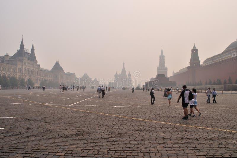 Smog in Moskau, rotes Quadrat, August 2010 lizenzfreie stockbilder
