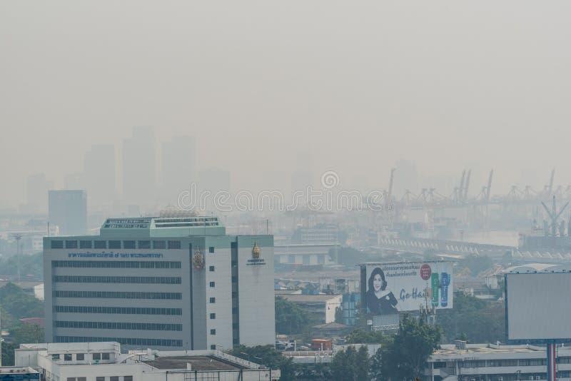 Smog PM2 damm 5 att överskrida standart värde av Bangkok arkivfoton