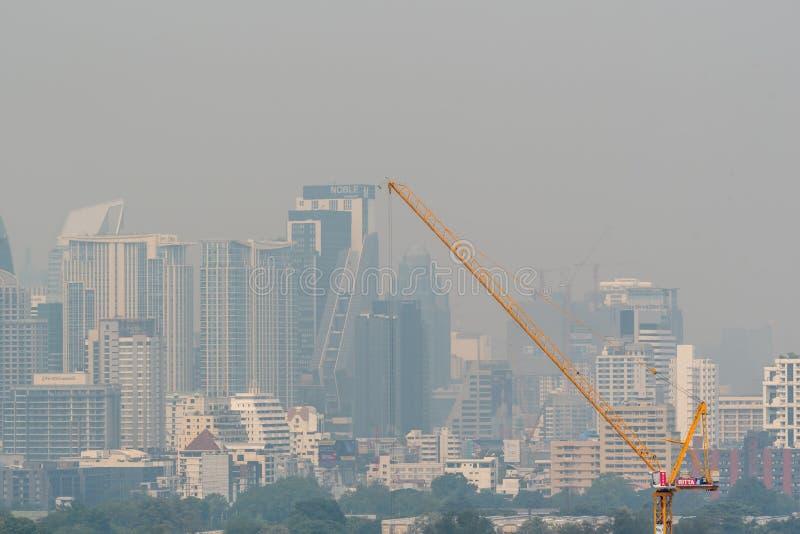 Smog PM2 damm 5 att överskrida standart värde av Bangkok arkivbilder