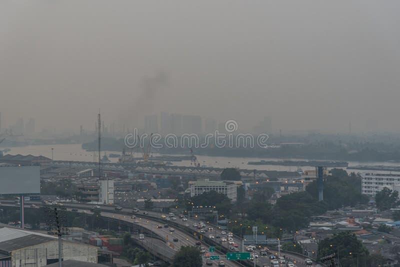 Smog PM2 damm 5 att ?verskrida standart v?rde av Bangkok arkivbilder