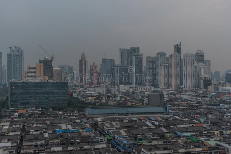 Smog PM2 damm 5 att ?verskrida standart v?rde av Bangkok fotografering för bildbyråer