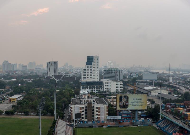 Smog PM2 damm 5 att ?verskrida standart v?rde av Bangkok royaltyfri foto