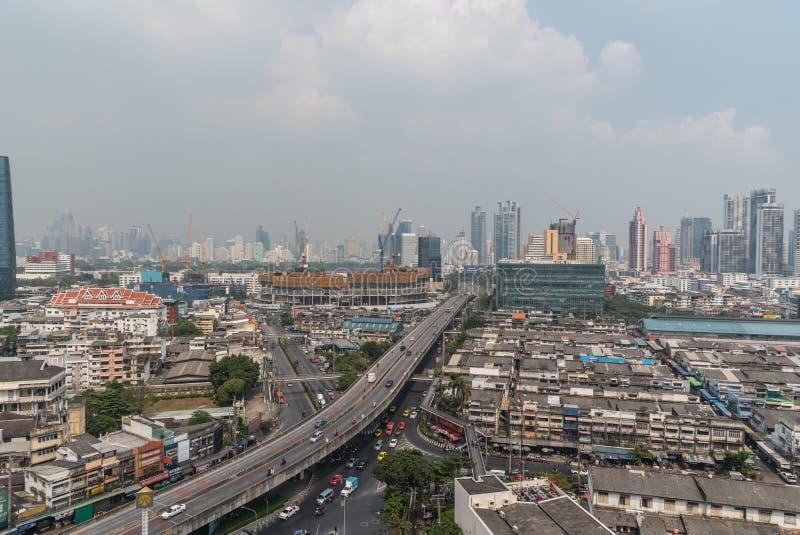 Smog PM2 damm 5 att ?verskrida standart v?rde av Bangkok royaltyfri bild