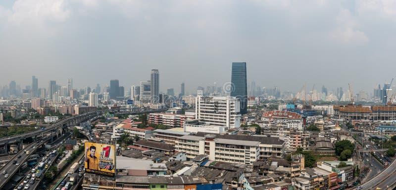 Smog PM2 damm 5 att ?verskrida standart v?rde av Bangkok royaltyfria foton