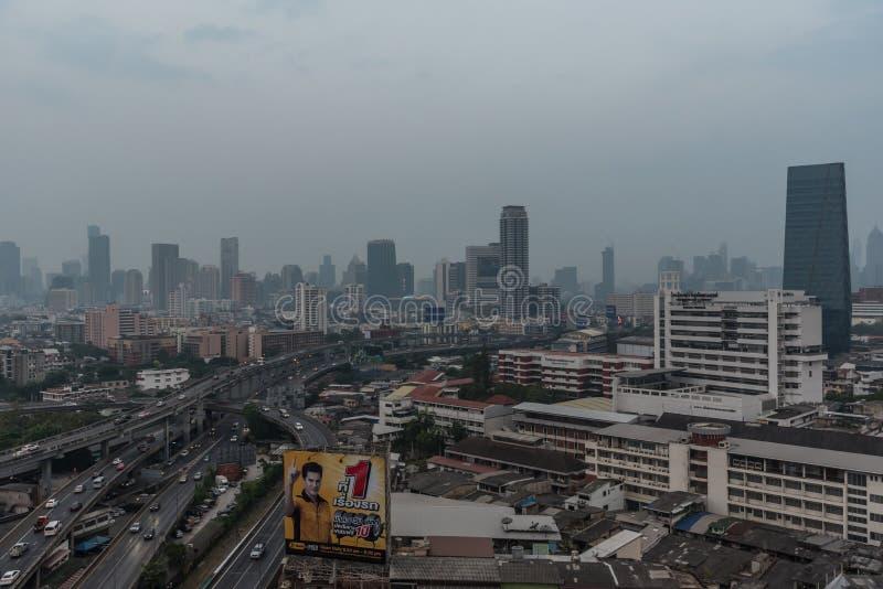 Smog PM2 damm 5 att ?verskrida standart v?rde av Bangkok arkivbild