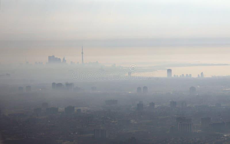 Smog-Stadt lizenzfreie stockbilder