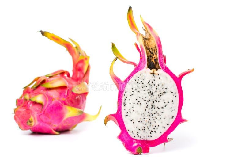 Smok owoc plasterki na bielu zdjęcie stock