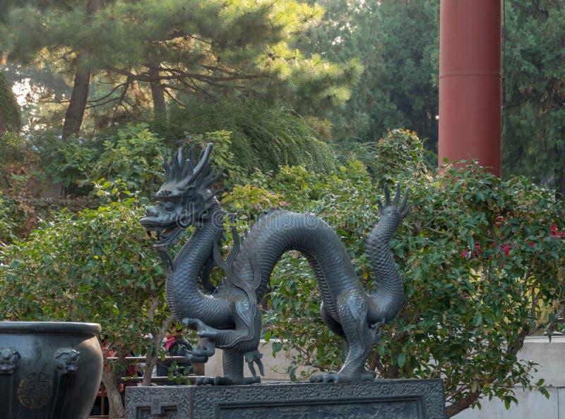 Smok statua przy lato pałac na zewnątrz Pekin, Chiny obrazy royalty free