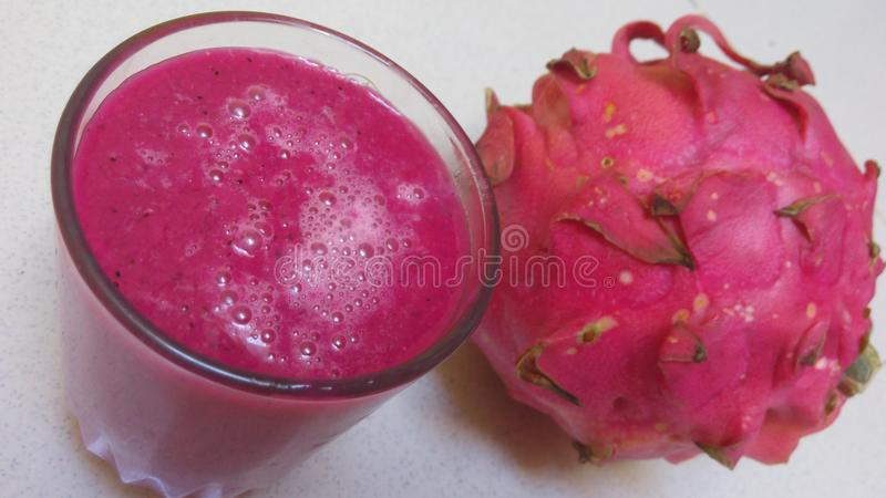 Smoka owocowy sok zdjęcie stock