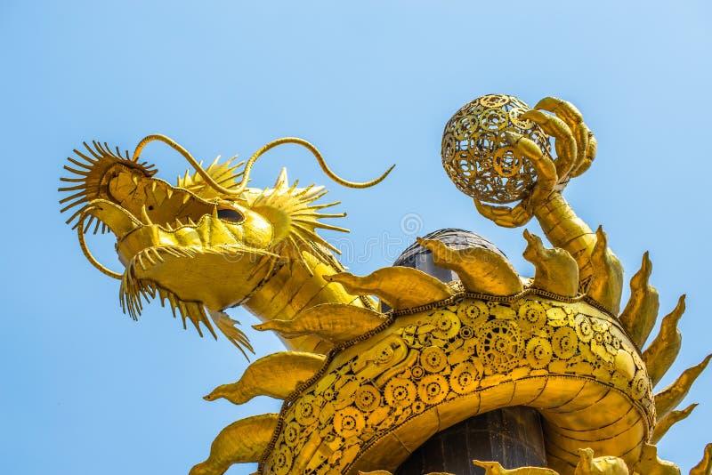 Smoka złoto zrobi od złomowej stali zdjęcie royalty free