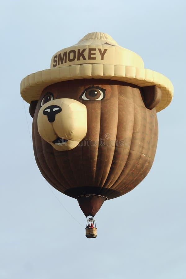 Smokey el globo del aire caliente del oso fotografía de archivo libre de regalías