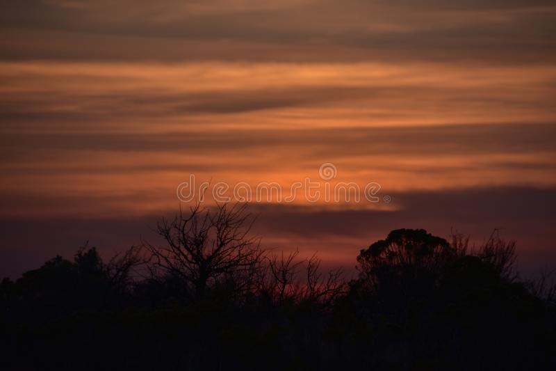 Smokey Shrub-Steppe Sunset, de Zomerwildfire Seizoen, Richland, WA royalty-vrije stock fotografie