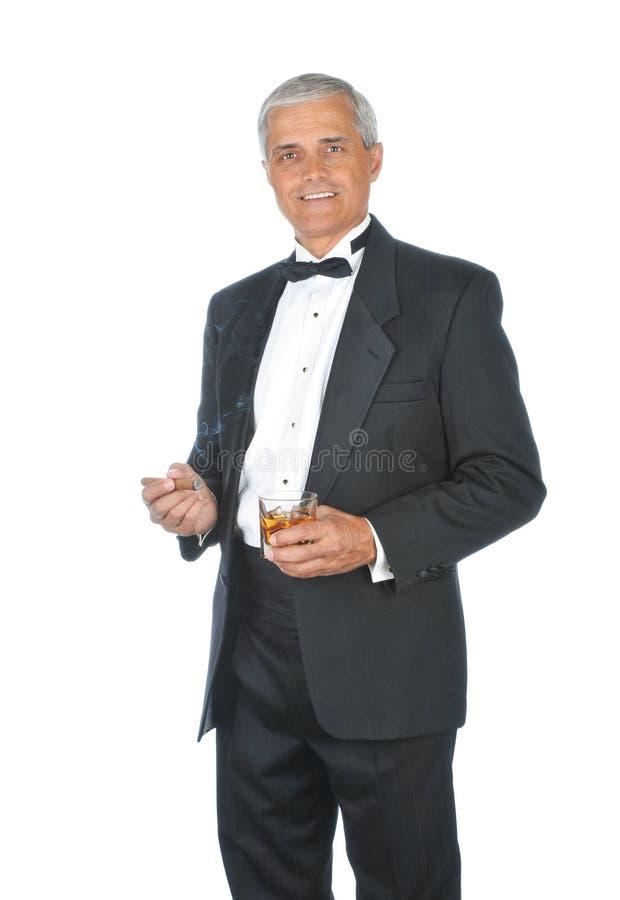 Smoking da portare maturo del maschio adulto fotografia stock