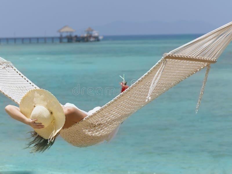 smokingowa biała kobieta zdjęcia royalty free
