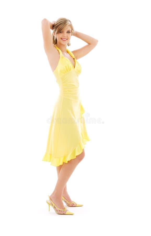 smokingowej dziewczyny uroczy kolor żółty obraz stock