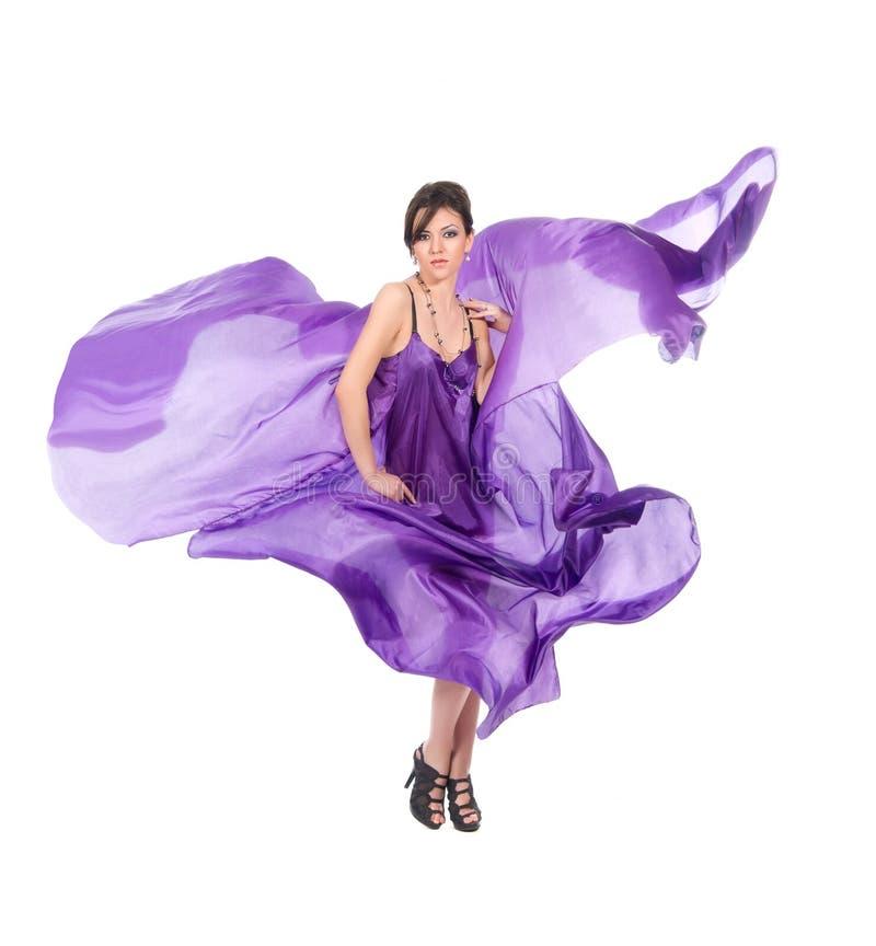 smokingowej latającej dziewczyny pełen wdzięku purpurowy jedwab obraz royalty free