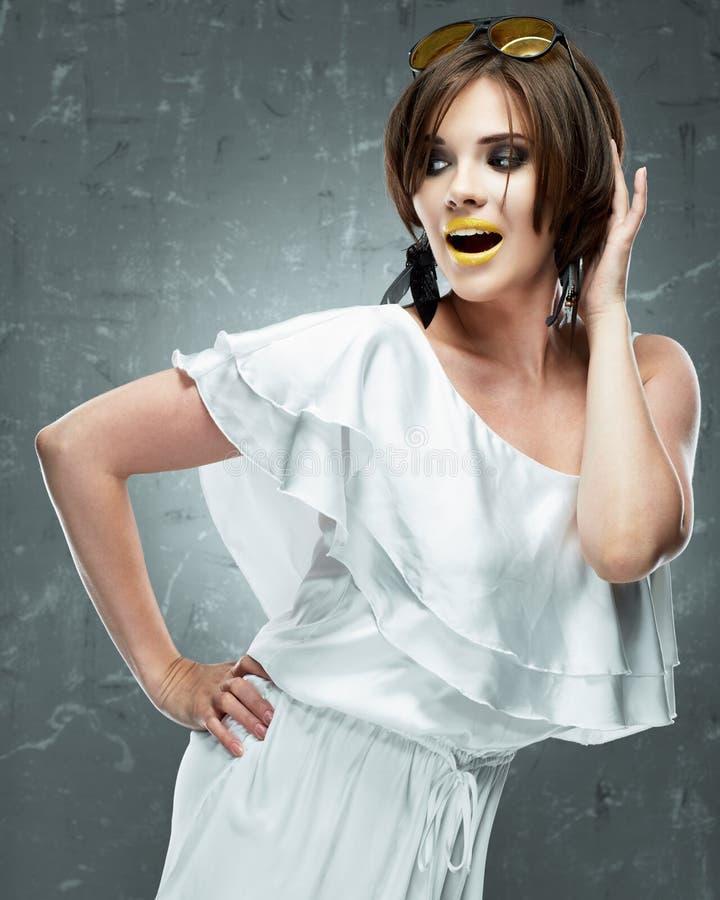 smokingowej mody złoty model Biel Suknia obrazy royalty free