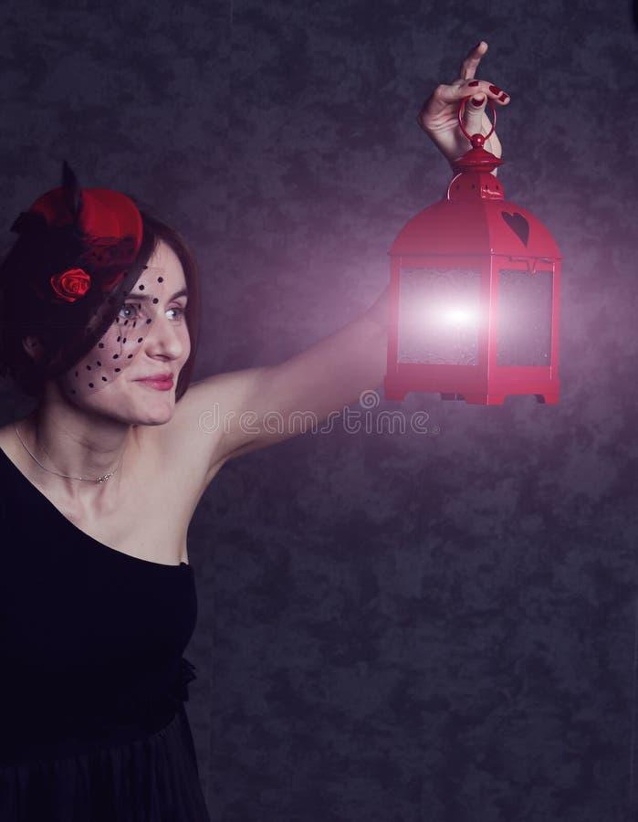 smokingowy dziewczyny kapeluszu lampion obraz royalty free