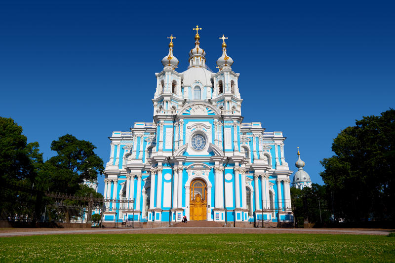 Smolny Kathedrale in St Petersburg. stockfotos