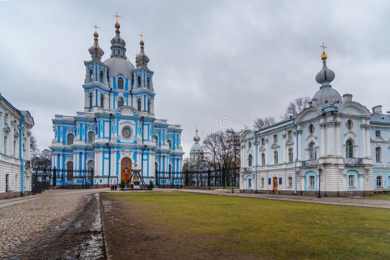 Smolny klasztor z Smolny katedrą petersburg bridżowy okhtinsky święty Russia obrazy royalty free