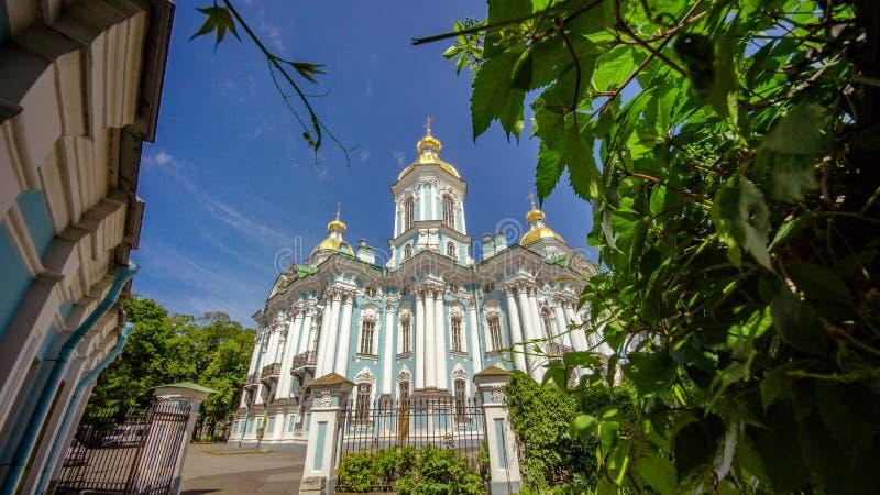 Smolnykathedraal, Smolny-Klooster van Verrijzenisn St. Petersburg, Rusland royalty-vrije stock fotografie