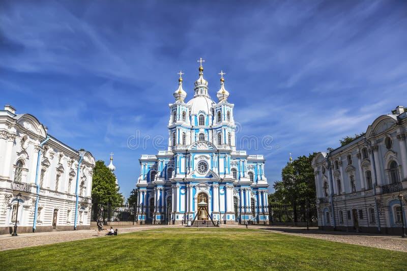 Smolnyverrijzenis van de Kathedraal van Christus in St. Petersburg royalty-vrije stock foto's