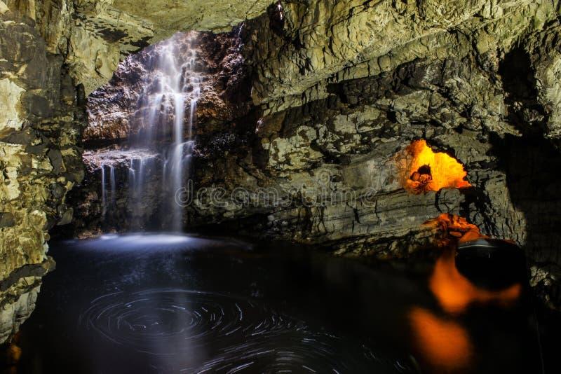 Smoo grotta arkivbild