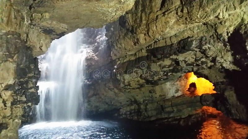 Smoo grotta royaltyfri bild