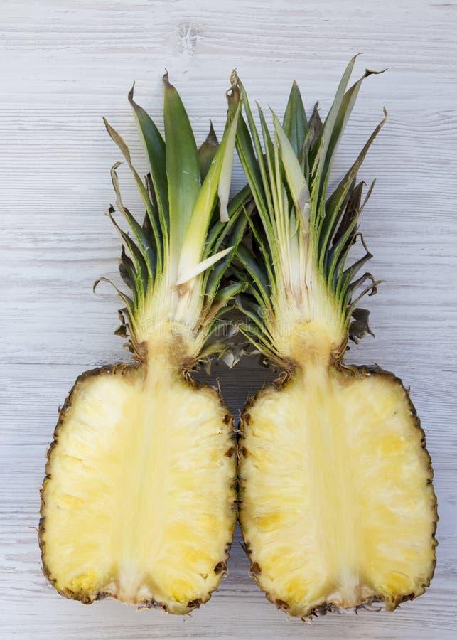 Smoothie плода в стеклянном опарнике с ингредиентами на белой деревянной предпосылке Взгляд сверху, сверху Плоское положение стоковое изображение