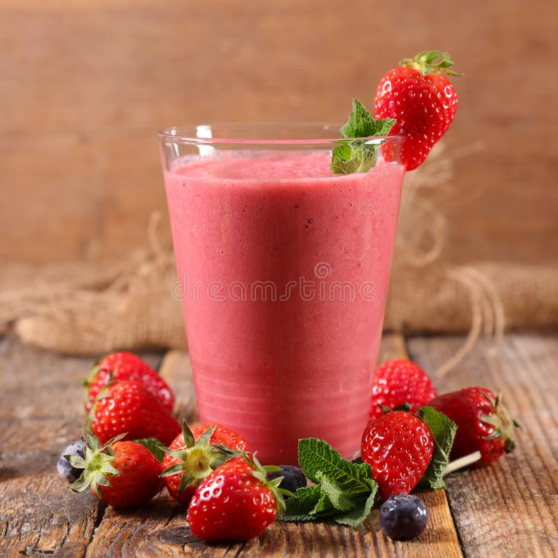 Smoothie плода ягоды стоковое изображение