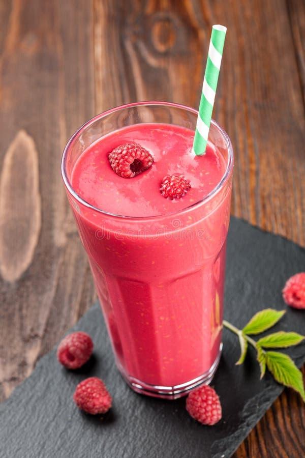 Smoothie плодоовощ поленики, красной смородины и молока стоковая фотография rf