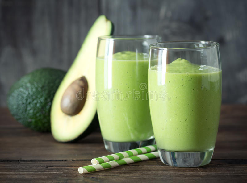 Smoothie d'avocat images stock