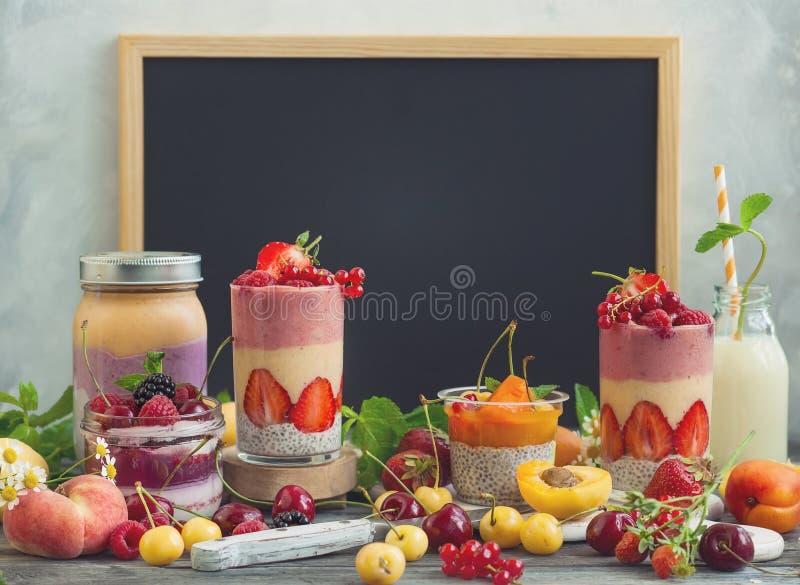 Smoothie de baie de fruit images stock