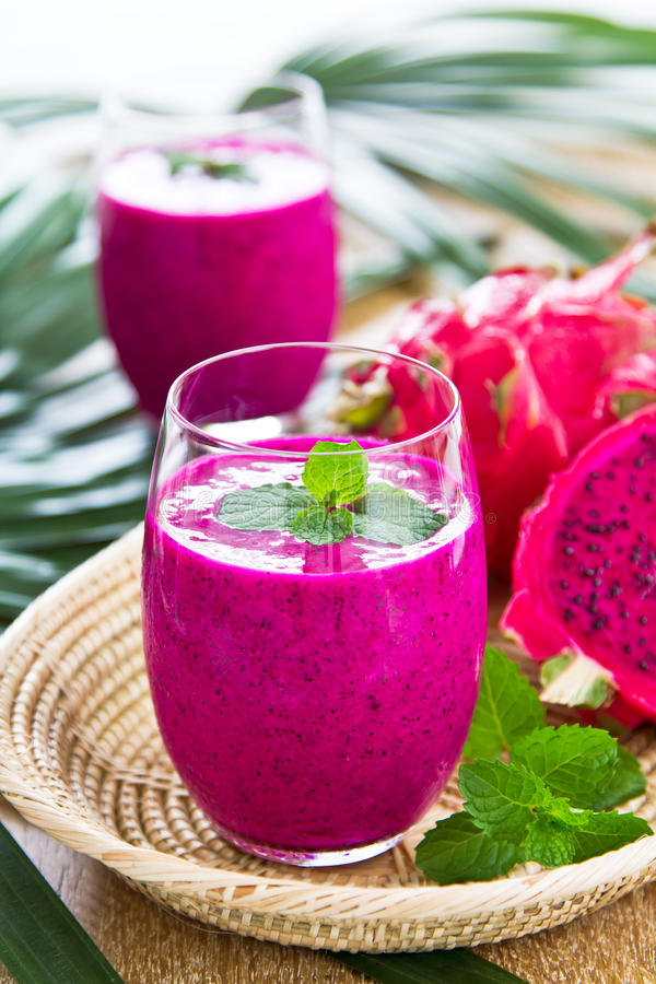 Smoothie de fruit de dragon images stock