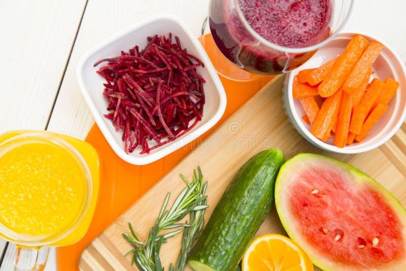 Smoothie de fruit frais et de légume images stock