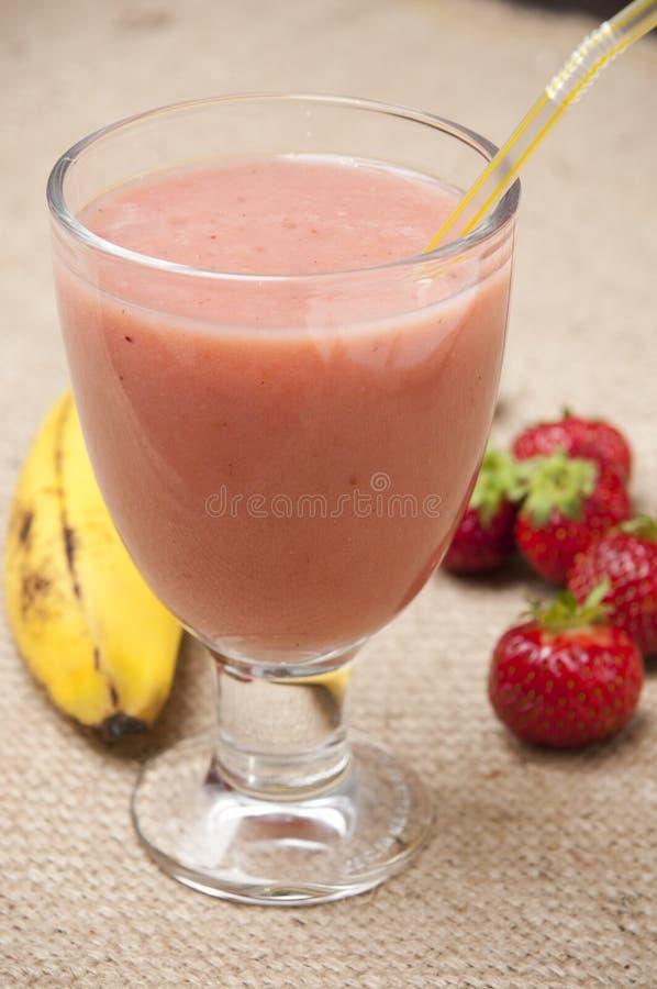 Smoothie de la fruta de la fresa del plátano imagenes de archivo