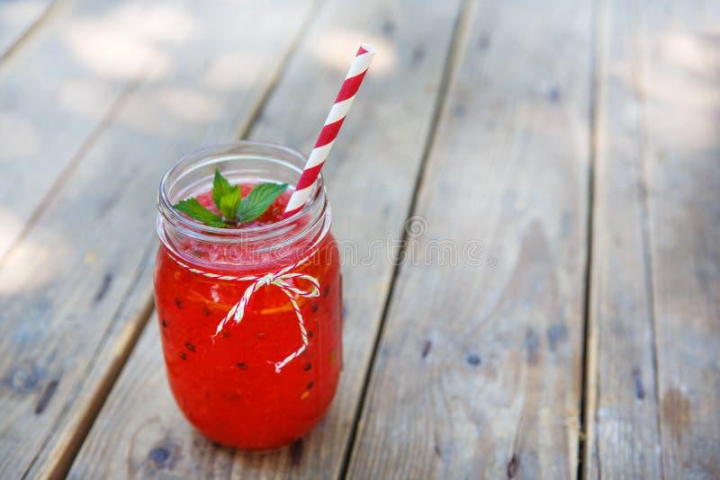 Smoothie de la sandía como bebida sana del verano. fotos de archivo libres de regalías