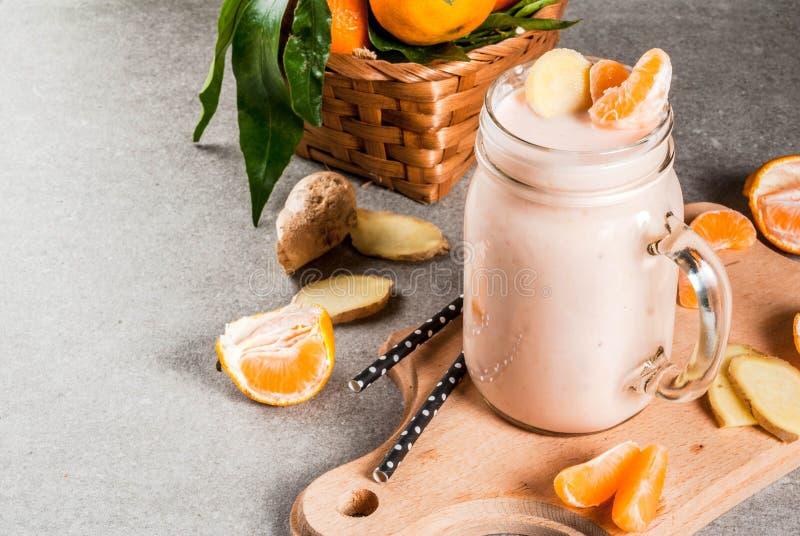 Smoothie de mandarine avec du gingembre photos stock