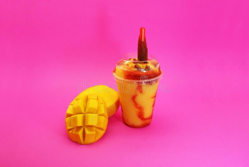 Smoothie De Mango przeciw Chamoy obraz stock