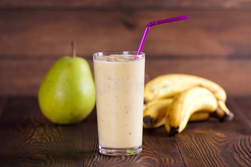 Smoothie del plátano de la pera foto de archivo libre de regalías