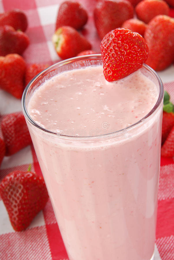 Smoothie do yogurt da morango fotografia de stock