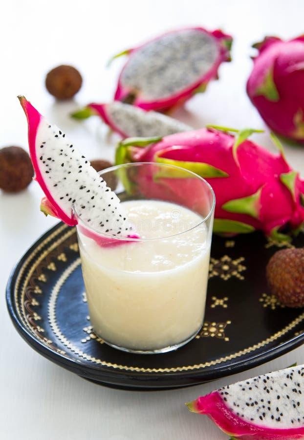 smoothie för ananas för drakefruktlychee arkivfoto
