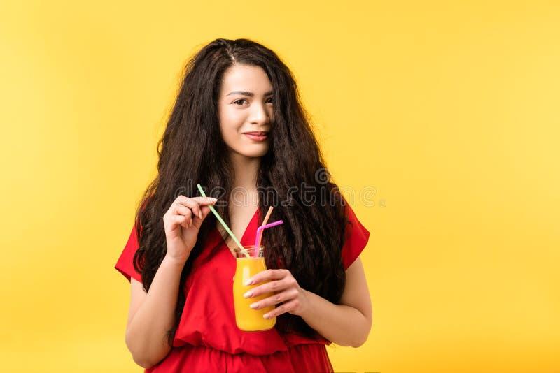 Smoothie för detox för nätt fruktsaft för kvinna ny sund fotografering för bildbyråer
