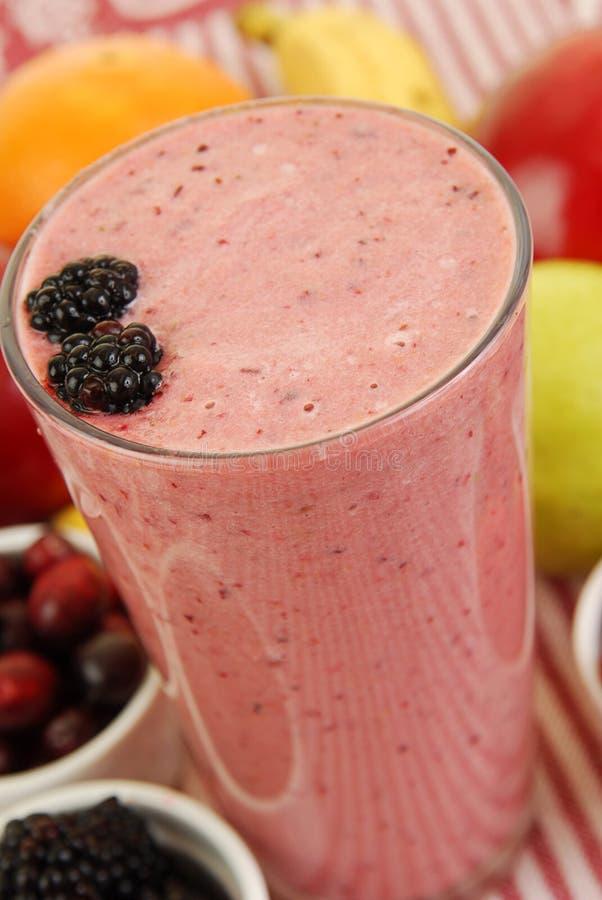 smoothie för fruktströmshake royaltyfri foto